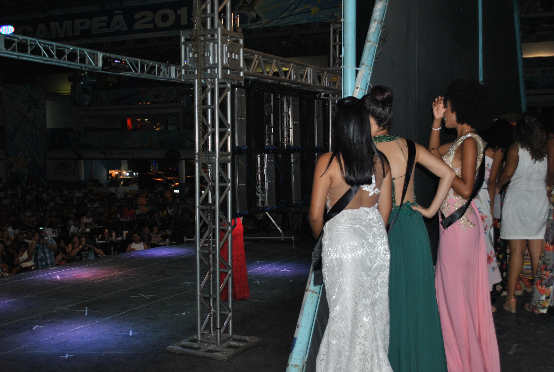 Apreensão antes de entrar no palco. Foto: Itala Barros/BaixadaZine