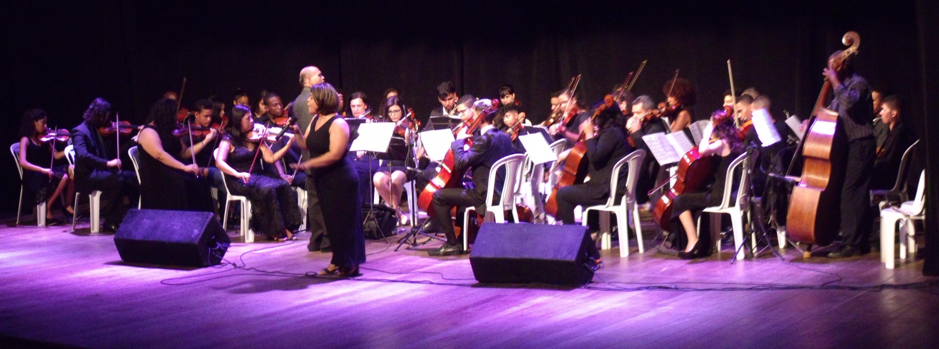 A Orquestra Sinfônica da Baixada Fluminense e Jaildes Amorim apresentaram um clássico de Pixinguinha. Foto: Douglas Mota/BaixadaZine