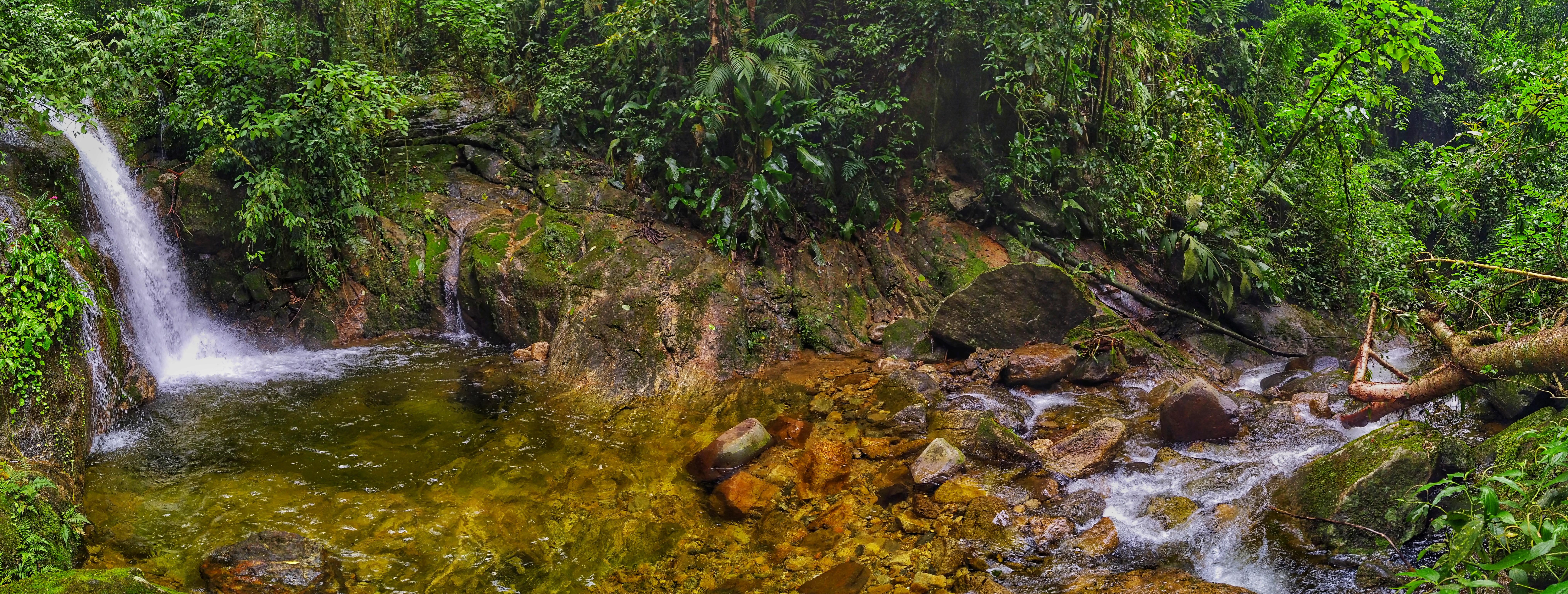Parte do rio Iconha, o Poço do Encantado faz jus ao nome. Foto: Douglas Mota/BaixadaZine
