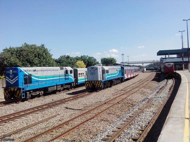 Trens poluentes a diesel fazem as poucas viagens diárias nos ramais Guapimirim e Vila Inhomirim. Foto: Jorge Gonzaga Azulão/Fórum Rio
