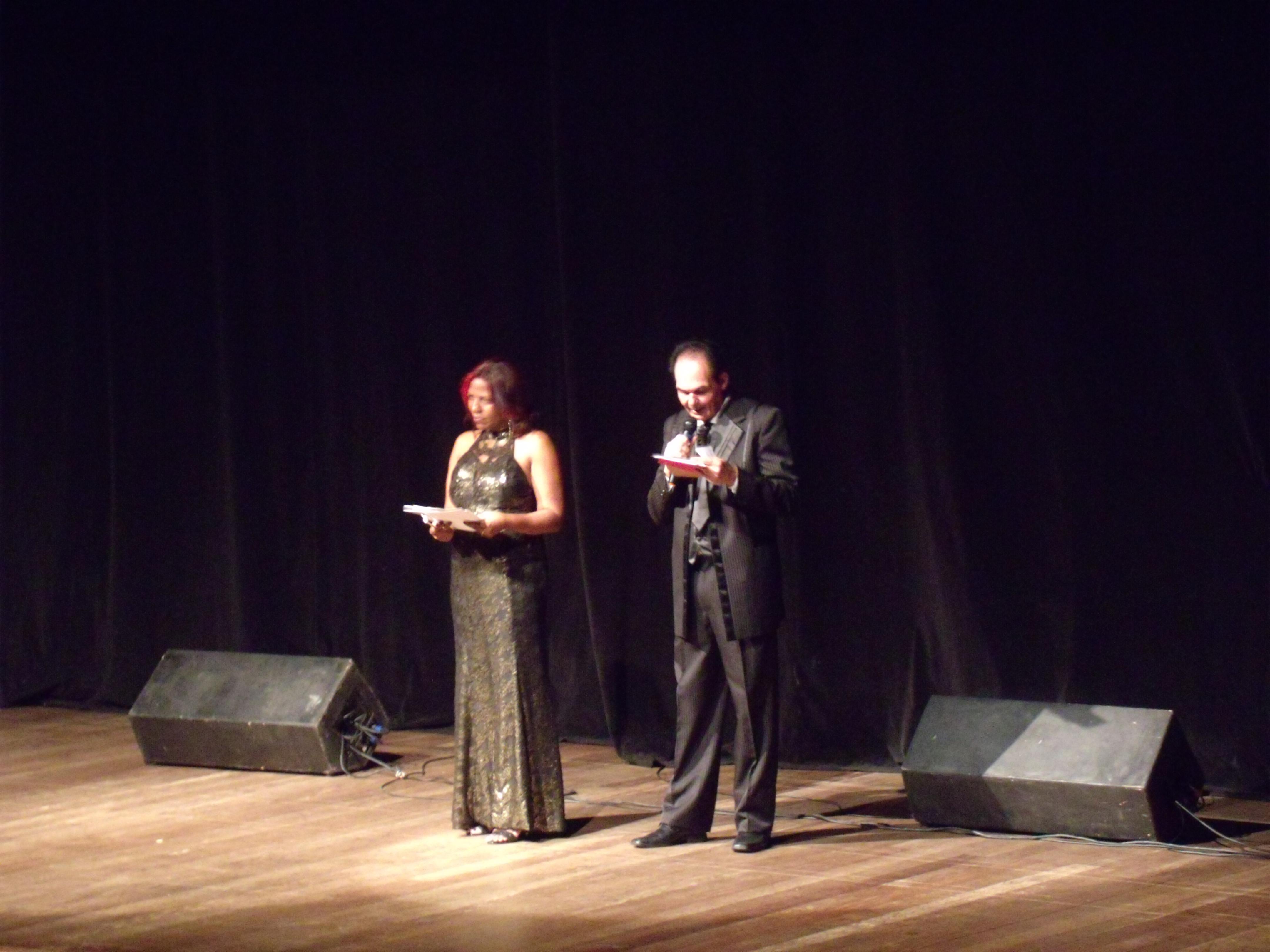 Anna Carvalho e Rafael Diamante organizaram a premiação pela terceira vez. Foto: Douglas Mota/BaixadaZine